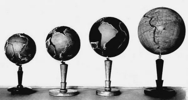 The Growing Earth Globe Models
